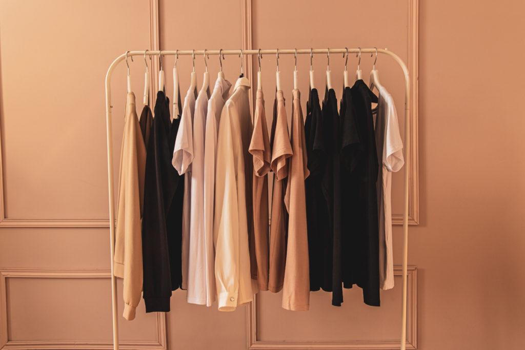 Na koji način sortirati garderobu za selidbu