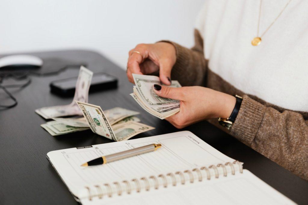 Odredite svoj budžet, prvi od 12 praktičnih saveta koje će vam pomoći pri selidbi